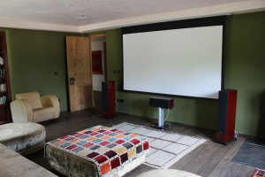Home Cinema, retractbale screen, with free-standing speakers